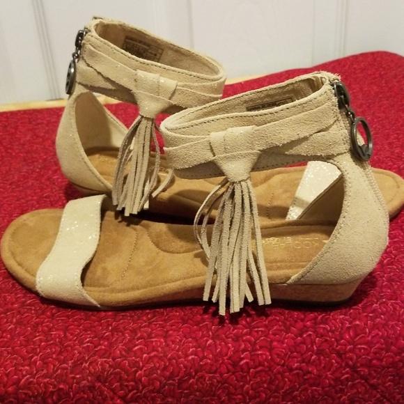 b4a99f182e50 Koolaburra by UGG Womens Saige Wedge Sandals